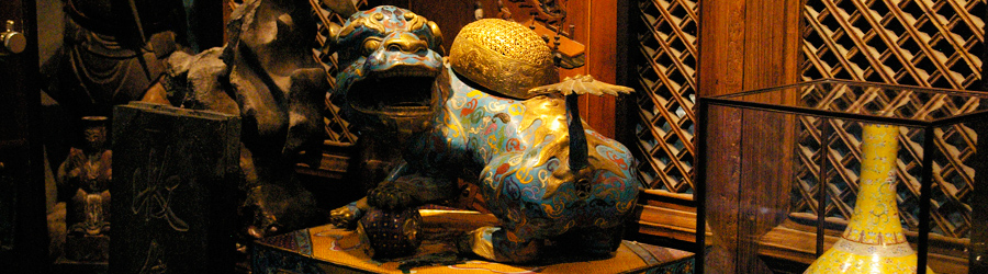 A painted lion sculpture at one of the inside stores at Panjiayuan