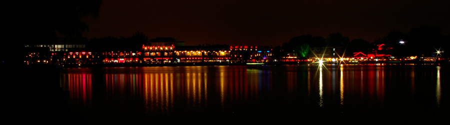 Restaurants at night at the Houhai Lake